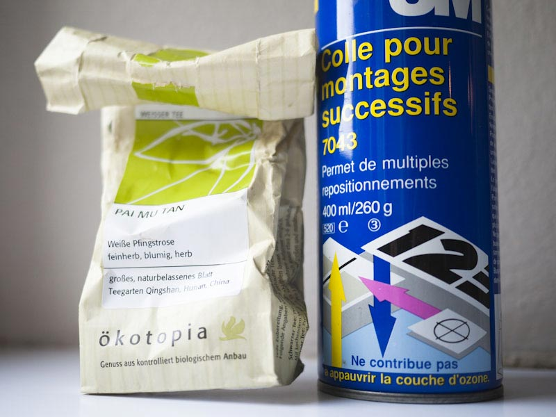 La différence entre le thé vert et la colle en spray
